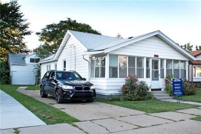 Macomb Multi Family Home For Sale: 17631 Longfellow St