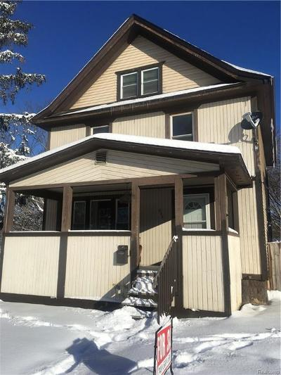 Pontiac Single Family Home For Sale: 236 State St