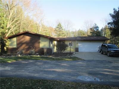 Clarkston Single Family Home For Sale: 9760 Ortonville Rd