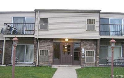 Clinton Township Condo/Townhouse For Sale: 38220 Fairway Crt