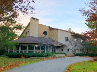 Bloomfield Hills Single Family Home For Sale: 4569 Kiftsgate Bnd