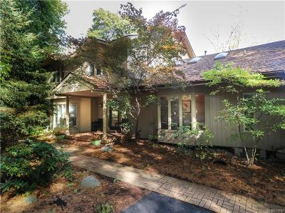 Bloomfield Hills Single Family Home For Sale: 640 Pine Valley Way