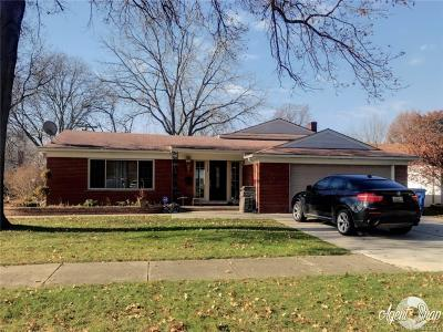Dearborn Heights Single Family Home For Sale: 339 Centralia