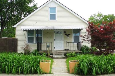 Hazel Park Single Family Home For Sale: 467 W Maxlow Ave