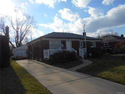Saint Clair Shores Single Family Home For Sale: 19700 Elizabeth St