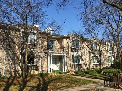 Bloomfield Hills Condo/Townhouse For Sale: 40760 Woodward Ave