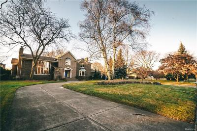 Single Family Home For Sale: 975 Lake Shore Rd