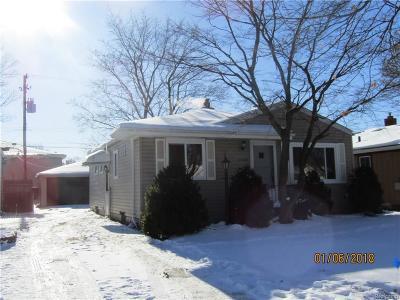Saint Clair Shores Single Family Home For Sale: 22428 Lake Dr