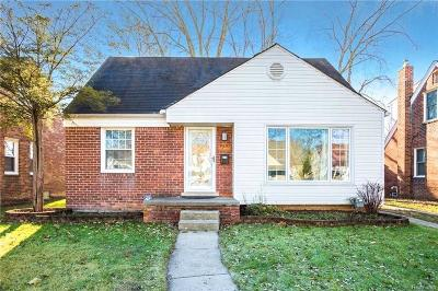 Royal Oak Single Family Home For Sale: 1920 Harwood Ave