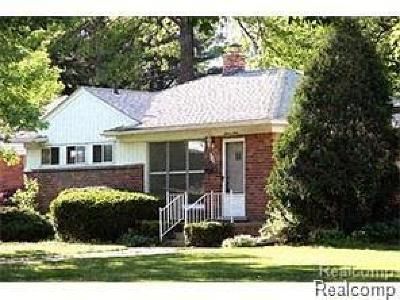 Royal Oak Single Family Home For Sale: 1112 W Webster Rd