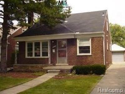 Harper Woods MI Single Family Home For Sale: $100,000