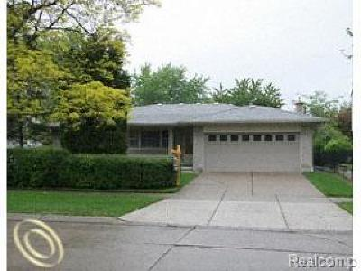 Dearborn Heights Single Family Home For Sale: 121 Biltmore Ave