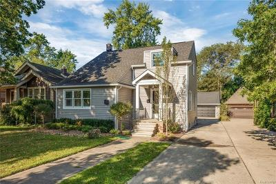 Pleasant Ridge Single Family Home For Sale: 68 Oakdale Blvd