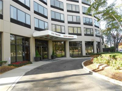 Southfield Condo/Townhouse For Sale: 5000 Town Ctr