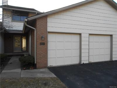 Plymouth Condo/Townhouse For Sale: 48049 Colony Farm Circle