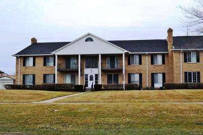 Sterling Heights Condo/Townhouse For Sale: 11840 15 Mile Rd