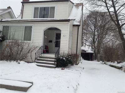Pontiac Single Family Home For Sale: 61 NW Dwight Ave Ne