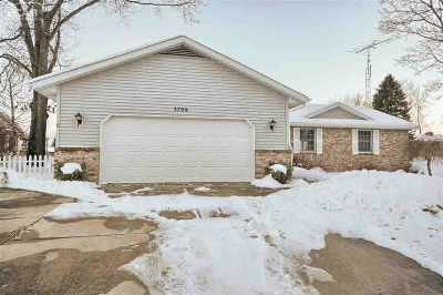 Lapeer Single Family Home For Sale: 3799 Lake Lapeer Dr