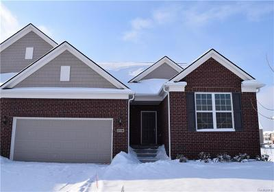 Lake Orion Condo/Townhouse For Sale: 2118 Orwell St