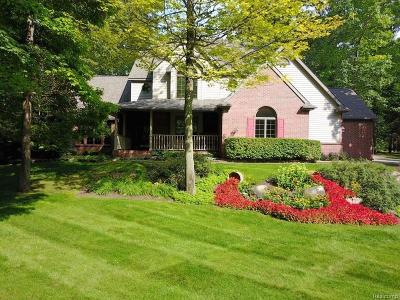 Lapeer Single Family Home For Sale: 3705 Winding Pine Dr