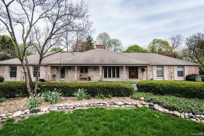Bloomfield Hills Single Family Home For Sale: 4837 Stoneleigh Rd