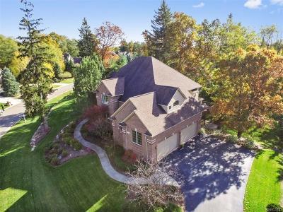 Oakland Single Family Home For Sale: 1270 Lacrosse Trl