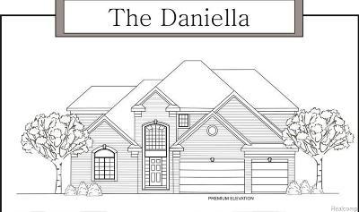 New Baltimore Single Family Home For Sale: 35825 Windridge Dr
