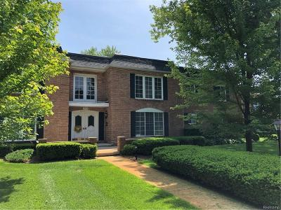 Bloomfield Hills Condo/Townhouse For Sale: 1720 Tiverton Rd