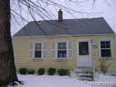 Harper Woods Single Family Home For Sale: 19468 Woodside St