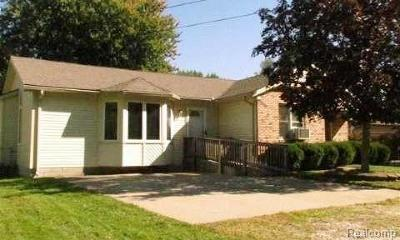 Algonac Single Family Home For Sale: 9559 Saint Clair Blvd