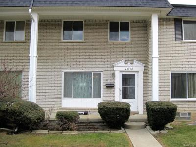 Warren Condo/Townhouse For Sale: 28370 Universal Dr