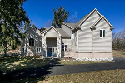 Farmington Hills Single Family Home For Sale: 25155 Springbrook Dr