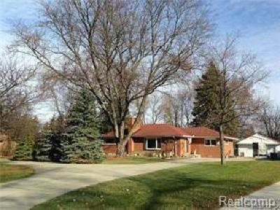 Dearborn Single Family Home For Sale: 341 Kinmore Crt