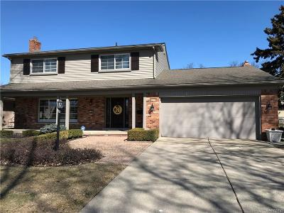 Grosse Pointe Woods Single Family Home For Sale: 780 Moorland