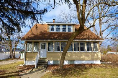 Plymouth Single Family Home For Sale: 882 S Mill St