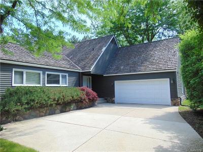 Bloomfield Hills Condo/Townhouse For Sale: 7425 Pinehurst Cir
