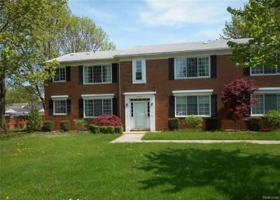 Harper Woods Condo/Townhouse For Sale: 20931 Wildwood Dr