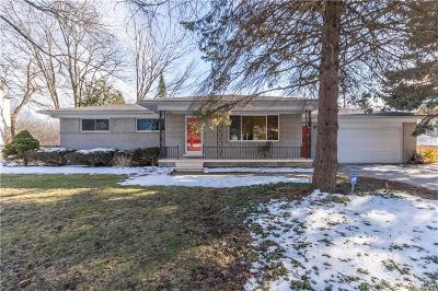 Rochester Hills Single Family Home For Sale: 2177 Avoncrest Dr