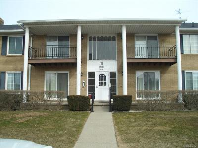 Sterling Heights Condo/Townhouse For Sale: 11810 15 Mile Rd