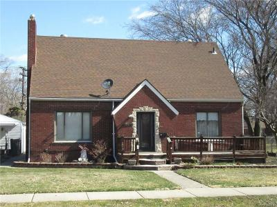 Harper Woods Single Family Home For Sale: 19611 Woodland