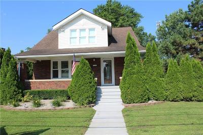 Washington Single Family Home For Sale: 59363 Van Dyke Rd