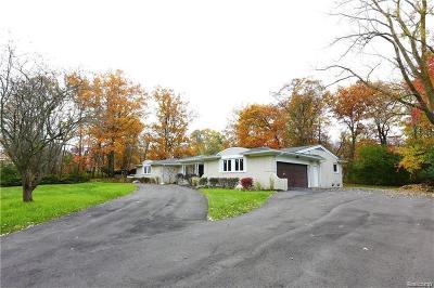 Farmington Hills Single Family Home For Sale: 31475 E Stonewood Crt