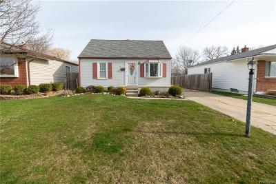 Saint Clair Shores Single Family Home For Sale: 22109 Dorion St
