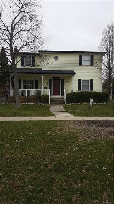 Saint Clair Shores Single Family Home For Sale: 22467 Saint Clair Dr