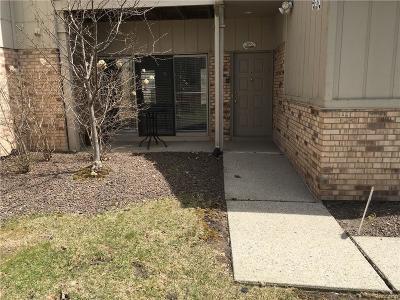 Farmington Hills Condo/Townhouse For Sale: 29487 Laurel Dr