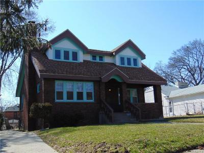 Pontiac Single Family Home For Sale: 180 Cherokee Rd