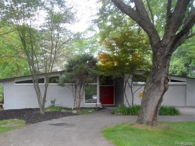 Farmington Hills Single Family Home For Sale: 31075 Pear Ridge Rd