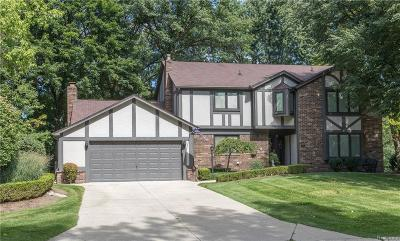 Rochester Hills Single Family Home For Sale: 2860 Woodford Cir
