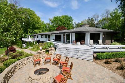 Farmington Hills Single Family Home For Sale: 28800 W Twelve Mile Rd