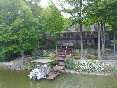 Lapeer Single Family Home For Sale: 2956 Woodland Dr